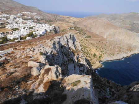 フォレガンドロス 教会から見るホラの断崖