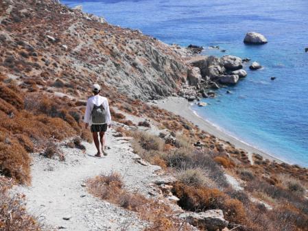 カテルゴビーチ 急な崖道を降りる