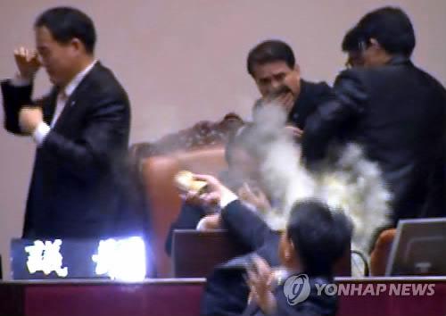 催涙弾韓国国会1