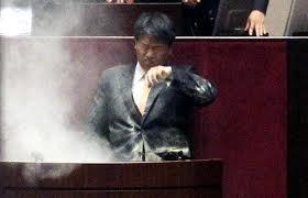 催涙弾韓国国会3