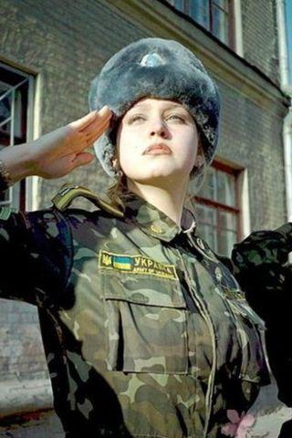 ロシア女性兵士1