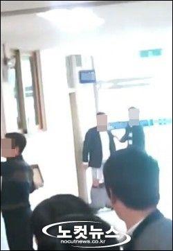 廊下で教師がオナニー