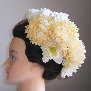 ホワイトクリーム手毬菊とシャクヤクの和装髪飾り