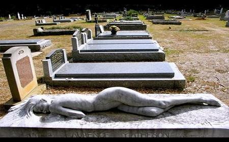 この墓石は~