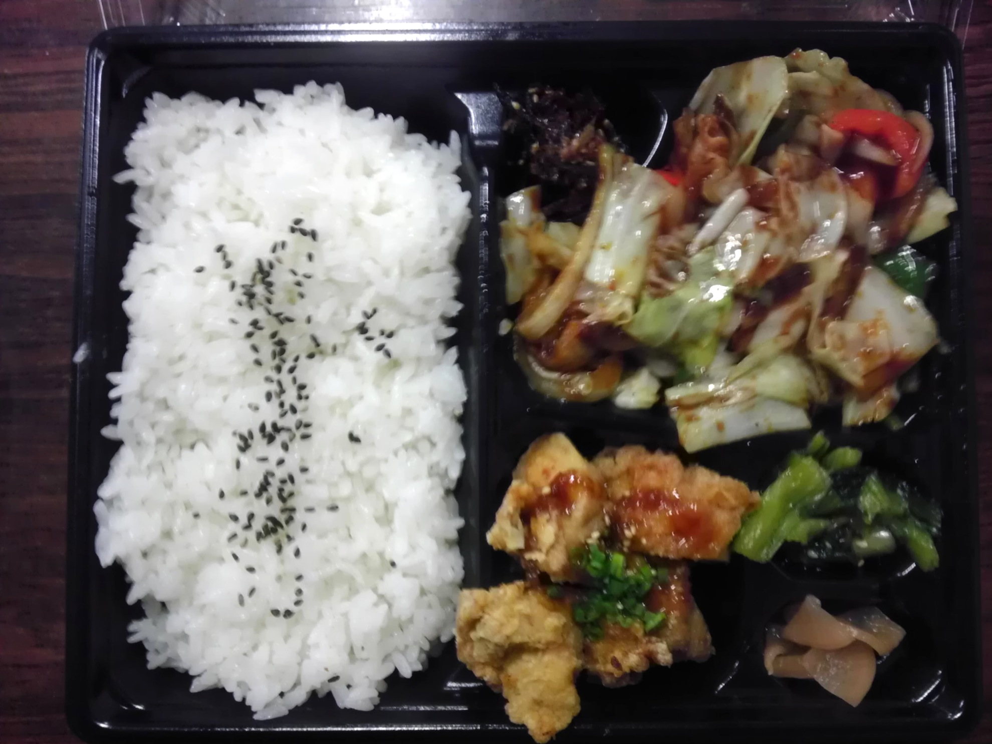 回鍋肉と油淋鶏弁当