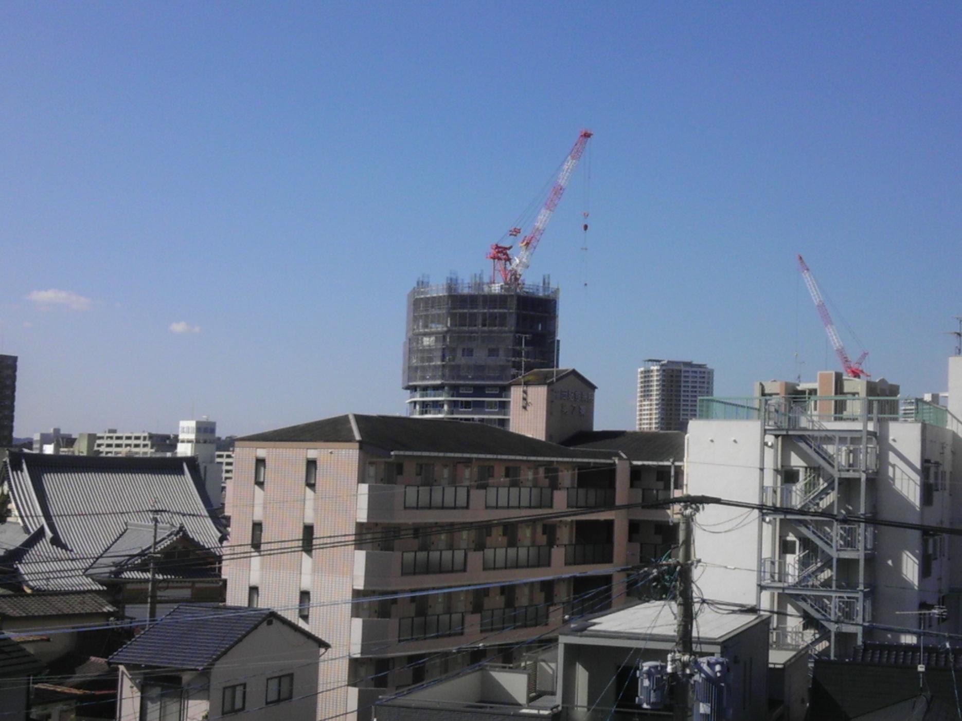 高層マンション建築中