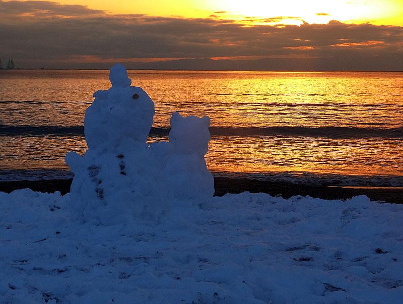140209雪と夕映えの逗子海岸2
