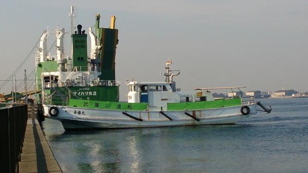 9:17 なぜか、武庫川渡船の船が ・・・