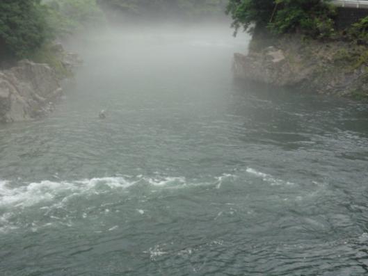 霧の匹見川1