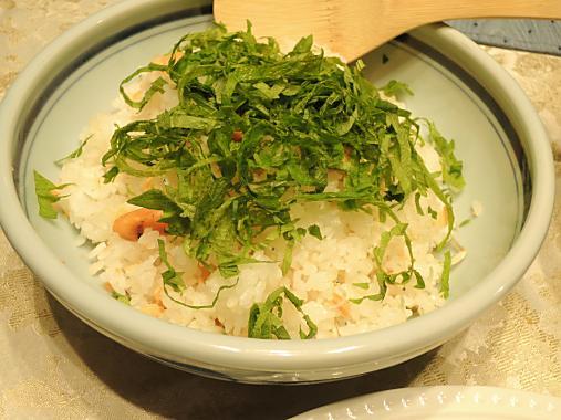 4月16日 鮭とチリメンジャコの混ぜご飯