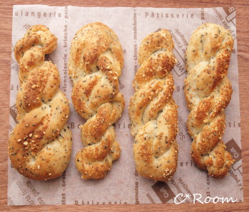 黒ゴマチーズパン1