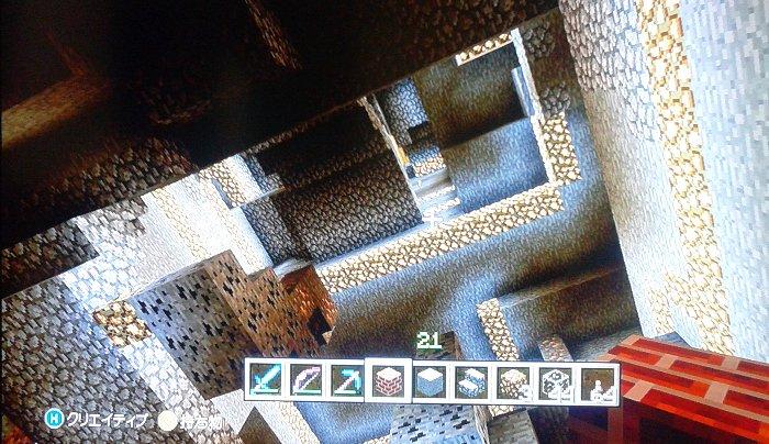 深い洞窟があったので垂直に掘り下げて階段を設置