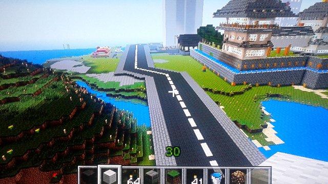 城拠点の裏側を通る道路。