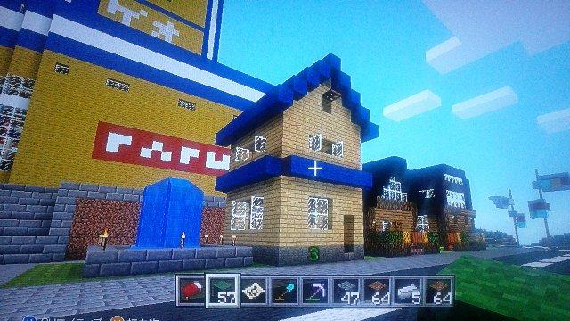 アリィさんのこちらでのご自宅です。シンプルで青い屋根がアクセントww