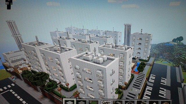 ようやく団地全棟が完成!第2の公園も作り終えました。全15棟