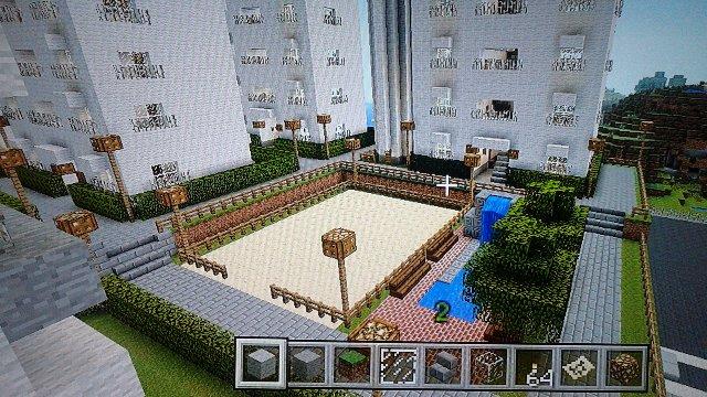 増築棟中央にはミニ滝公園と野球も出来る!?グランドも併設。