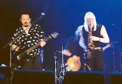 s-Edgar+Winter++Steve+Lukather+octour6.jpg
