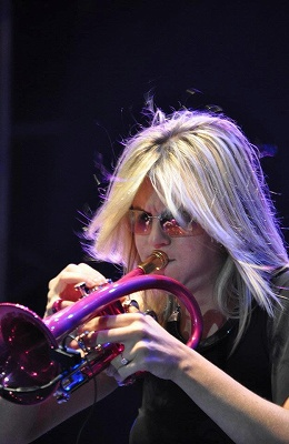 s-Jazz_trumpet_player_Cindy_Bradley_performing_at_the_2012_Dubai_Jazz_Festival.jpg