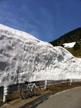 20130514CAAD10渋峠雪の壁