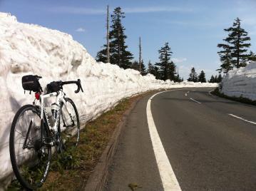20130514CAAD10渋峠コース雪の壁気温16度