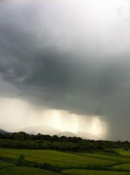 20130903CAAD10長野堤防雨雲