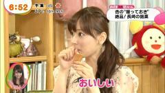 皆藤愛子のエッチな擬似フェラ飲食シーン画像