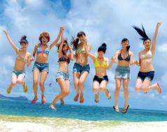 Berryz工房が水着でジャンプ画像