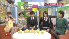 小嶋陽菜の太ももの裏と股間画像