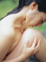 佐藤寛子ノーブラ横乳はみ出し画像