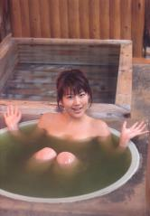 安めぐみ入浴の谷間画像
