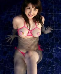 尾崎ナナおっぱい丸出し画像