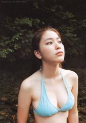 成海璃子の巨乳ビキニ画像