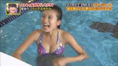 小島瑠璃子プールで谷間画像