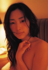 木村多江の腕ブラセミヌード画像