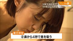 竹内由恵アナの胸元チラ画像