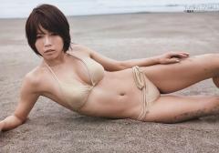 釈由美子マン筋くい込みビキニ画像