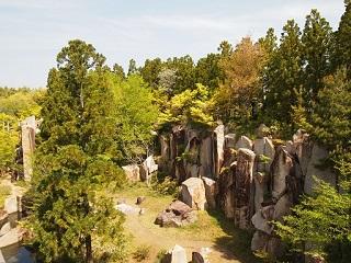 20130425京阪奈公園岩風景