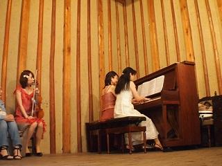 20130505八木亭ピアノ連弾