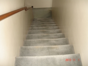 既存の階段のカーペット