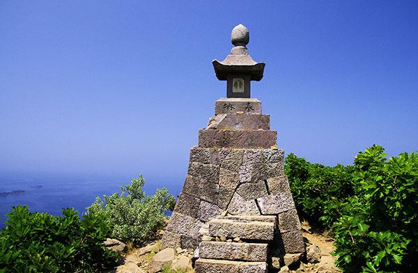 大野亀山頂の祠