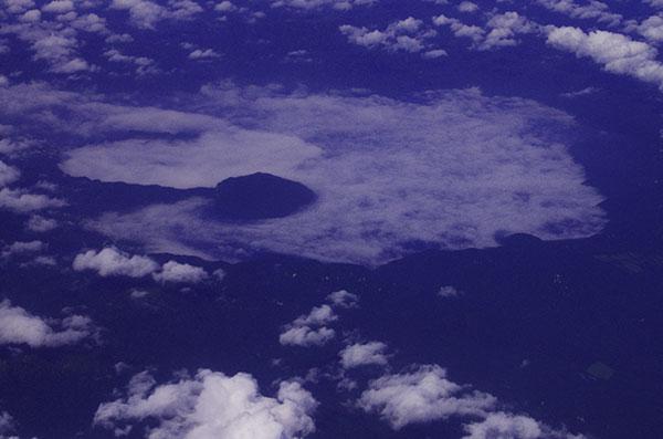 霧たれこめる十和田湖