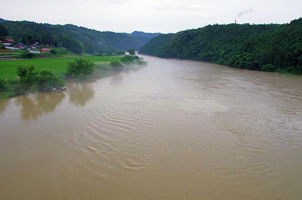 狐禅寺付近の北上川増水