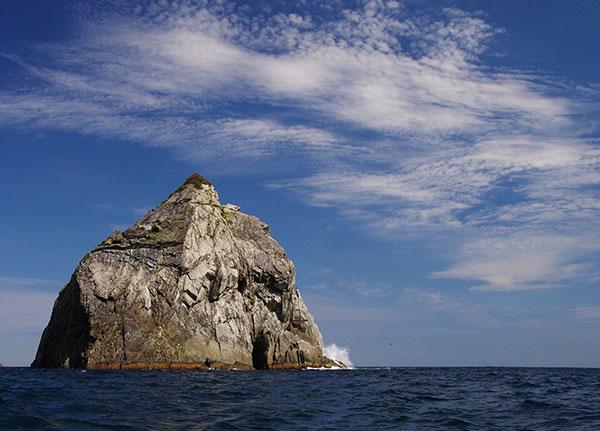 三貫島沖の磯