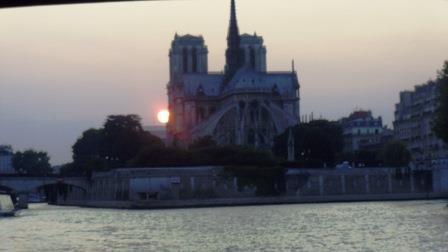 夕日が沈むノートルダム