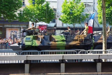 パリ祭装甲車