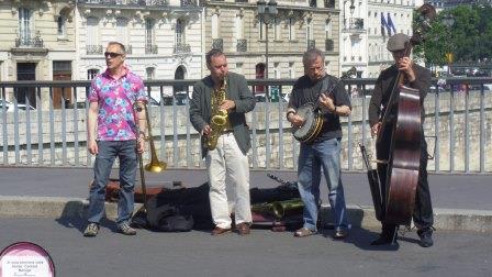 シテ島での大道楽隊