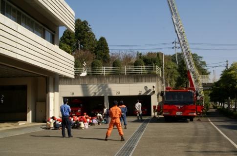 2007-06-06 25年度11月5日年長消防署見学 064 (800x528)