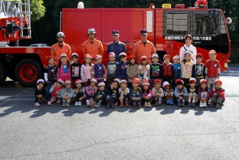 2007-06-06 25年度11月5日年長消防署見学 081 (800x535)