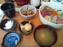 ~椎名町情報ブログ~-おぐろのまぐろ 海鮮丼小鉢付き