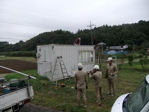 2013.9.24 コンテナ屋根補修(八反目) 010 (2)